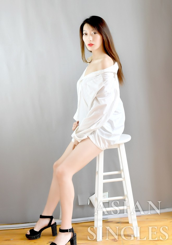 Asian bride Muyi from Shenyang