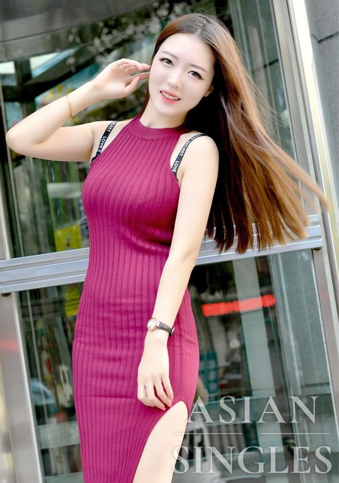 Single girl Xiaotong 24 years old
